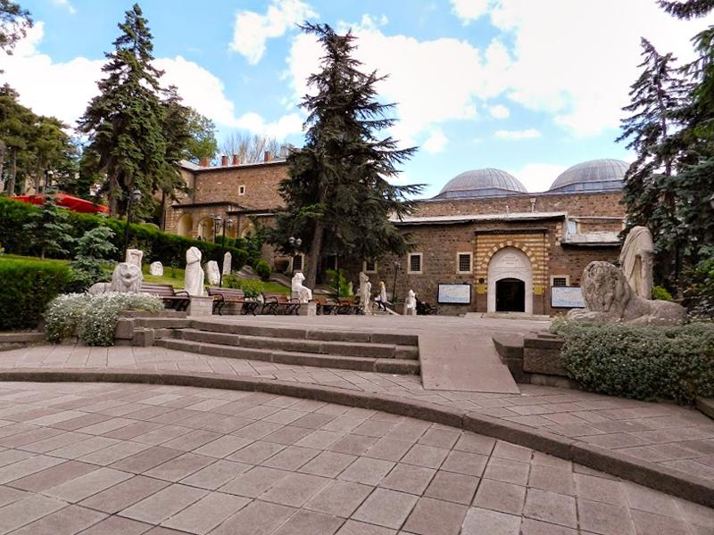 Fachada do Museu das Antigas Civilizações da Anatólia em Ancara na Turquia