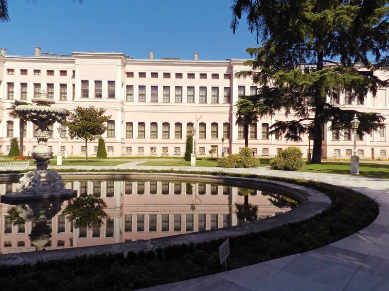 Dolmabahçe Sarayı do lado de fora