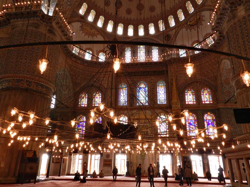 interior da Mesquita Azul ou Sultan Ahmet Camii em Istambul
