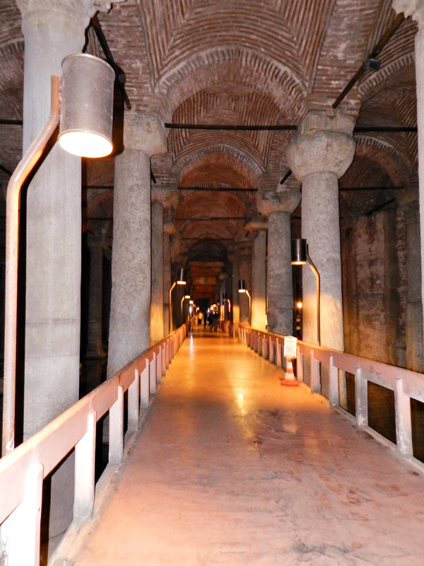 Yerebatan Sarayι a Cisterna da Basílica em istambull