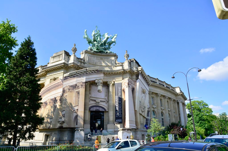 fachado do grand palais em paris na frança