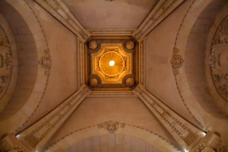 interior do grand palais em paris na frança