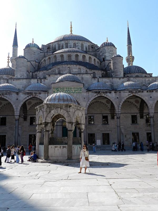 lado de fora da Mesquita Azul em Istambul