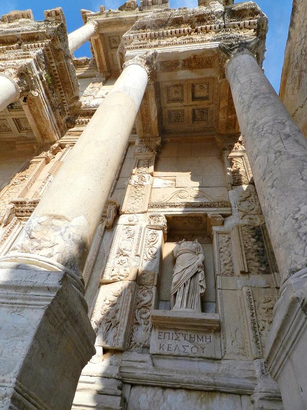 Episteme na na Biblioteca de Celso no Sítio Arqueológico de Ephesus na Turquia