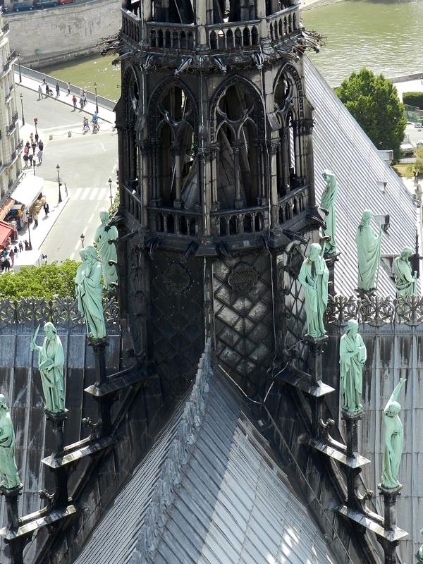 agulha ou pontilhão da catedral de notre dame em Paris na França