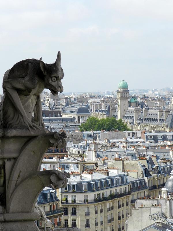 gárgula da catedral de notre dame em Paris na França