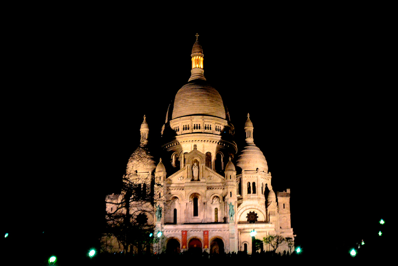 Sacre Coeur visto de noite em Montmartre em Paris França