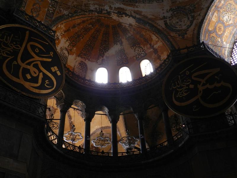 Interior da Santa Sofia em Istambul na Turquia