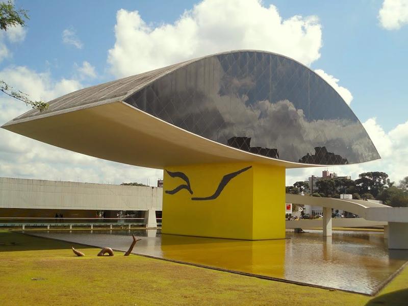 fachada do MON - Museu Oscar Niemeyer em Curitiba