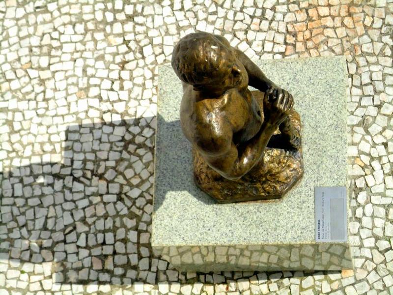 escultura no MON - Museu Oscar Niemeyer em Curitiba
