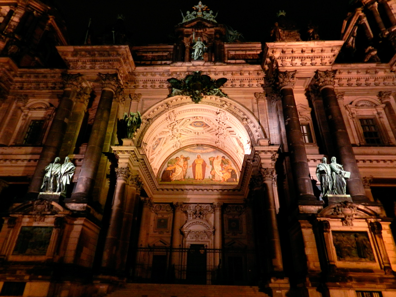 Fachada da Berliner Dom à noite