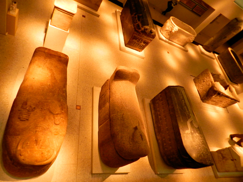 Sarcófagos no Ägyptisches Museum und Papyrussammlung de Berlim