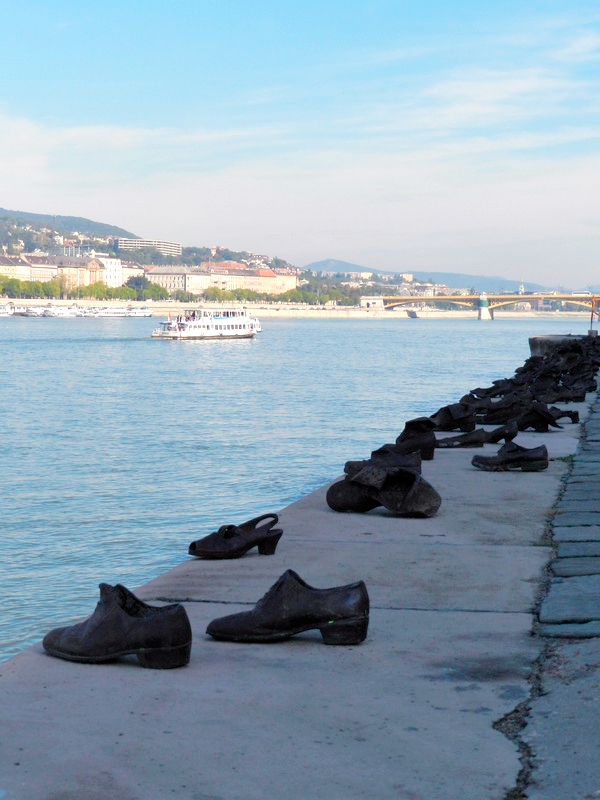 Shoes on the Danube Promenade viagem a BUDAPESTE