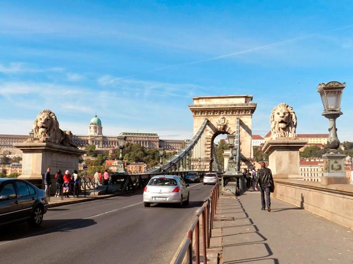 A famosa ponte Erzsébet de Budapest