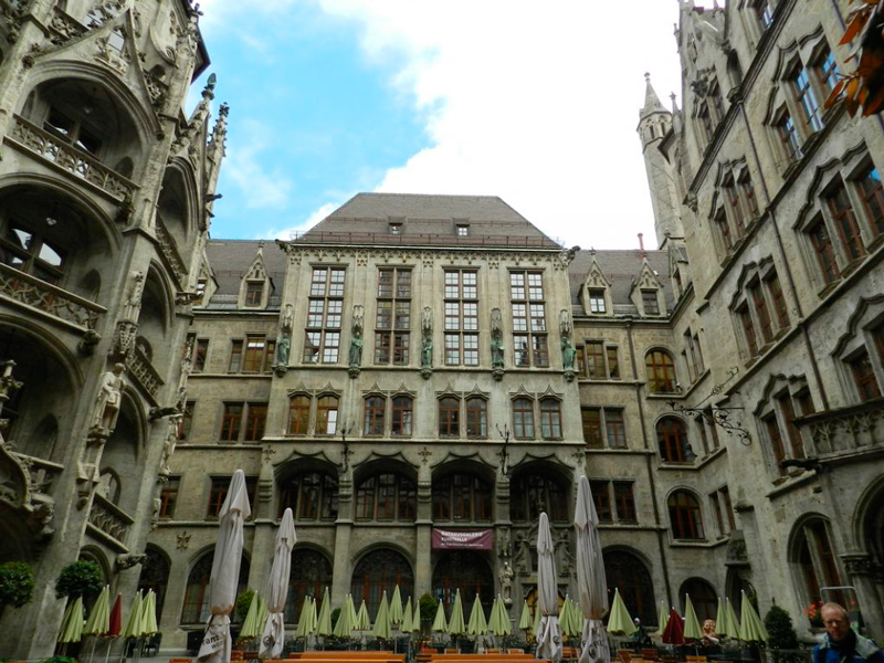 pátio interno do Neues Rathaus Dicas de Viagem à MUNIQUE