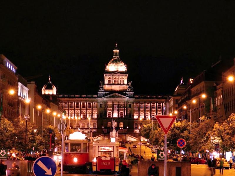 Národní muzeum visto da Václavské náměstí em Praga