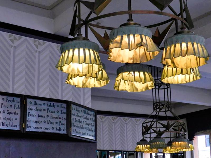 Detalhe do Grand Café Orient da Dům u Černé Matky Boží em Praga