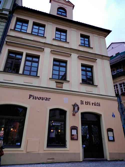 Restaurante U Tří růží em Praga