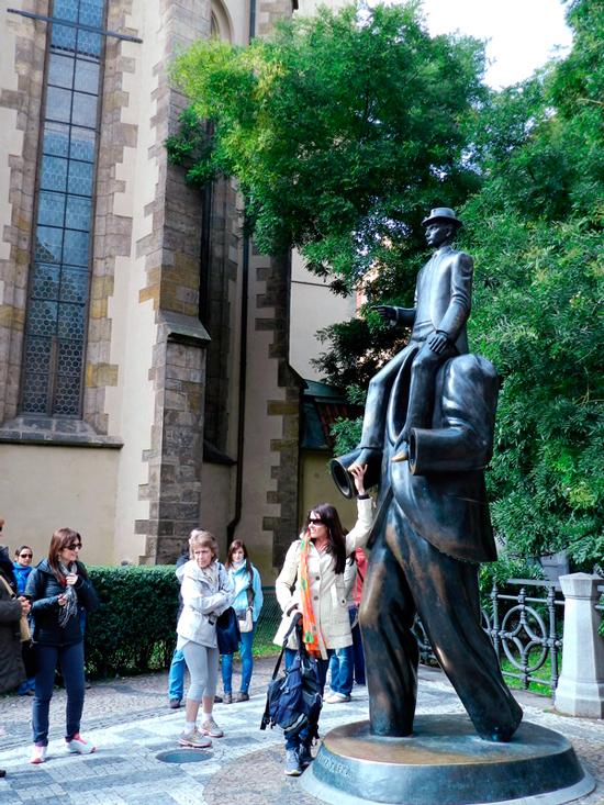 Monumento a Franz Kafka em Praga
