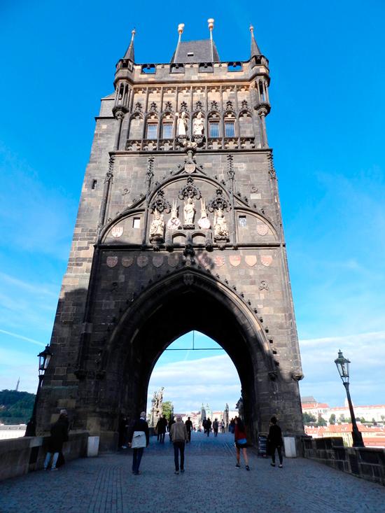 Torre da ponte de Malá Strana em Praga