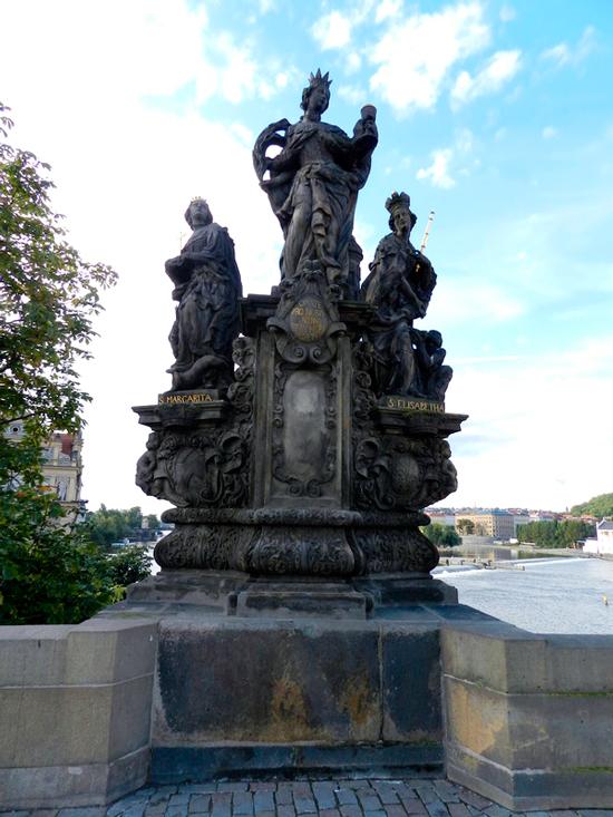 Escultura das santas Bárbara, Margarida e Isabel, 1707 em Praga