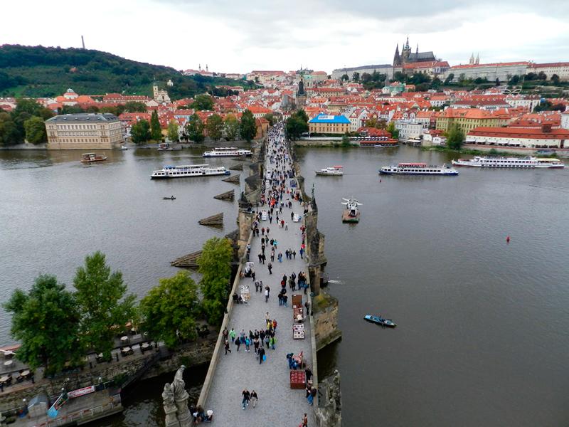 Vista da ponte em cima da torre de Staré Město