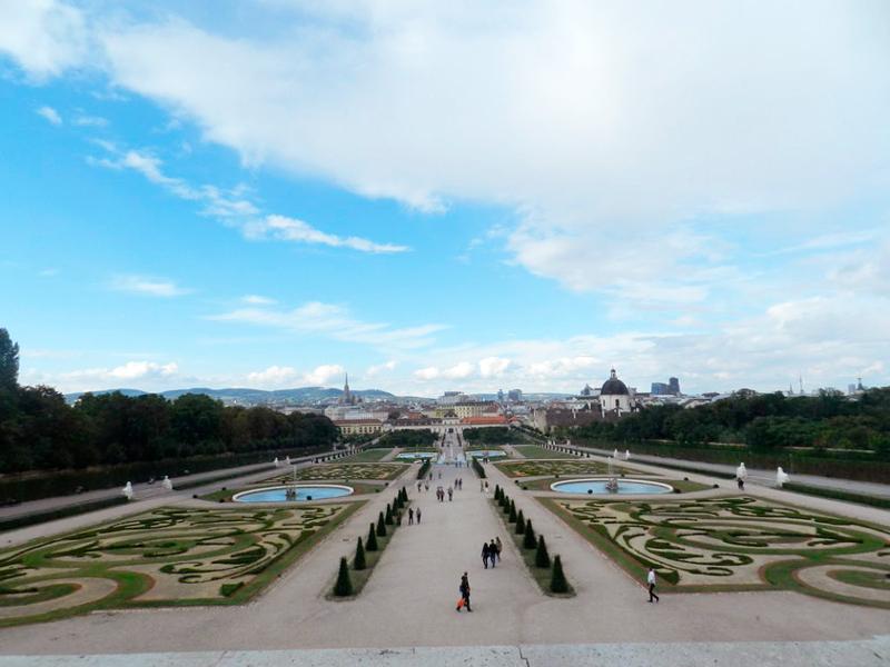 Vista do jardim a partir de uma das janelas do Belvedere de Viena