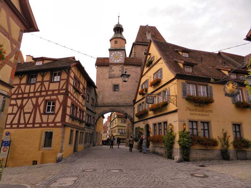 Der Markusturm mit Röderbogen em Rothenburg Ob Der Tauber na Alemanha