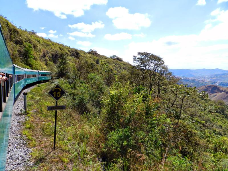 caminho do trem entre Ouro Preto e Mariana em Minas Gerais