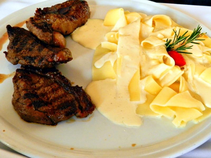 carne e massa em Ouro Preto em Minas Gerais