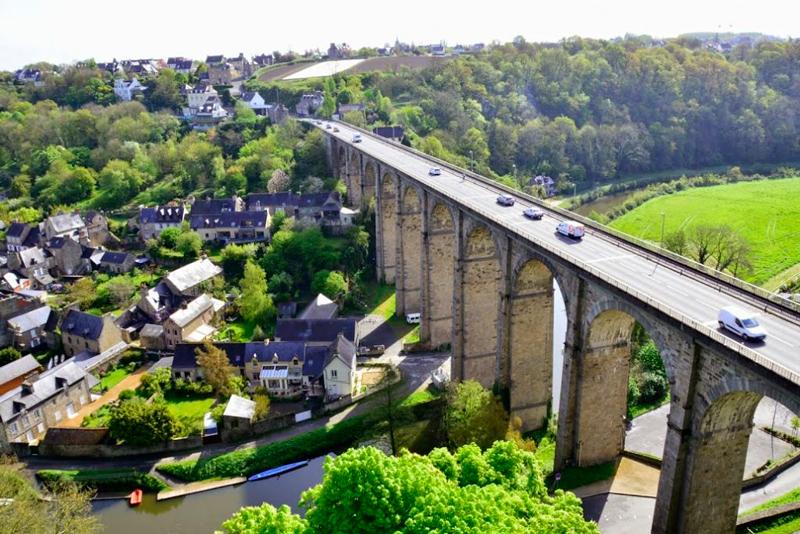 Vista a partir do muro de Dinan na Bretanha França