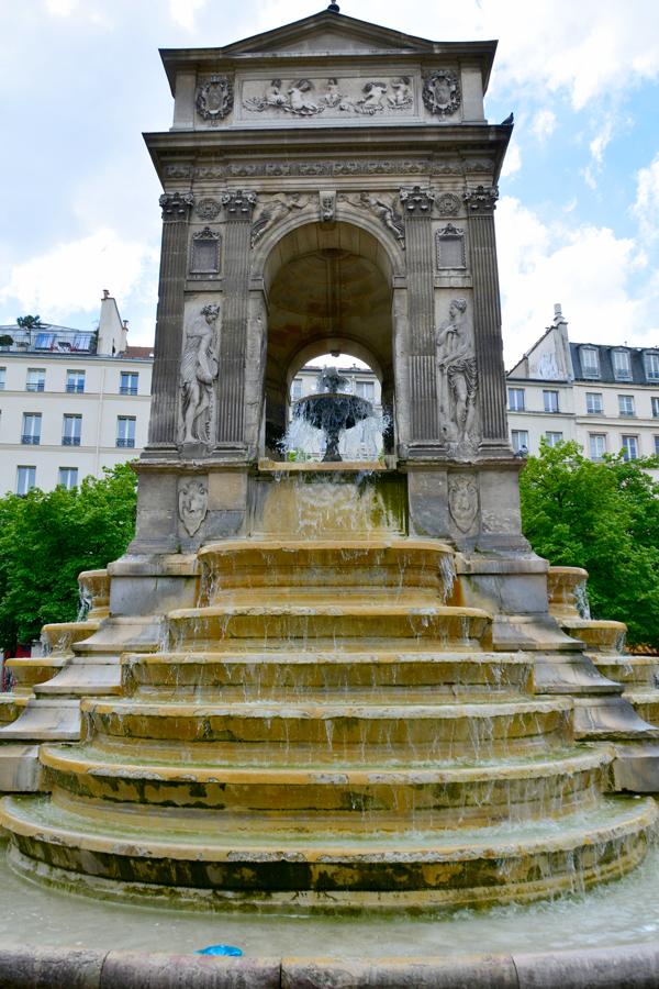Fontaine des Innocents Dicas de Viagem na região do LOUVRE