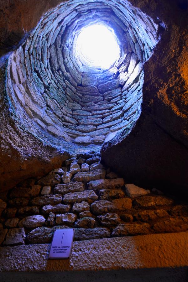 Uma das entradas de luz da Village Troglodyte de Rochemenier em Saumur