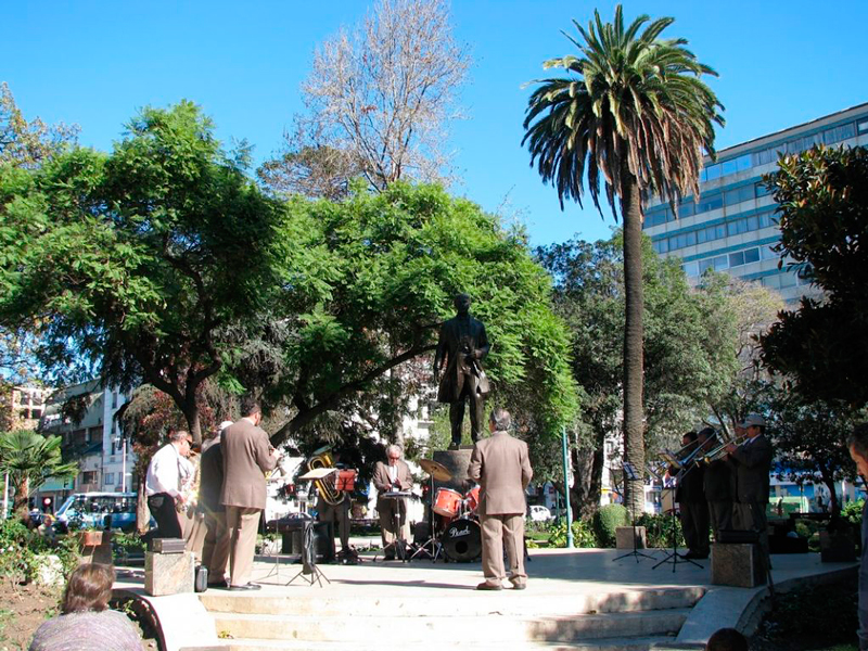 A banda na Plaza José Francisco Vergara em Viña del Mar no chile