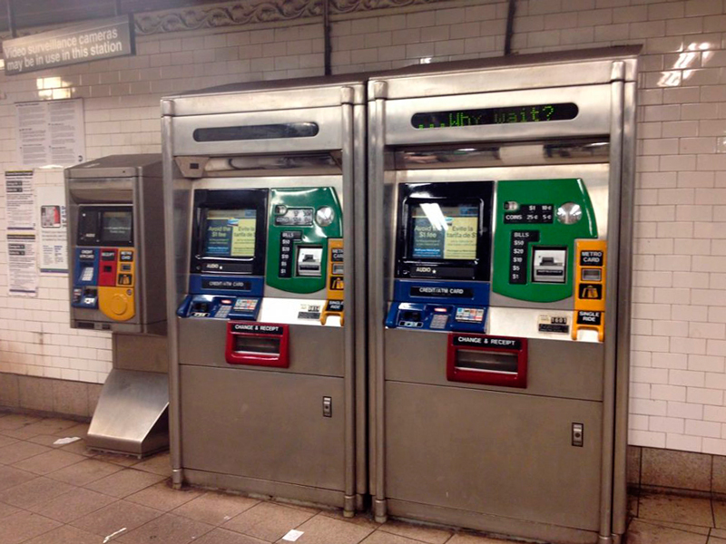 Compra de tickets no Metrô de New York