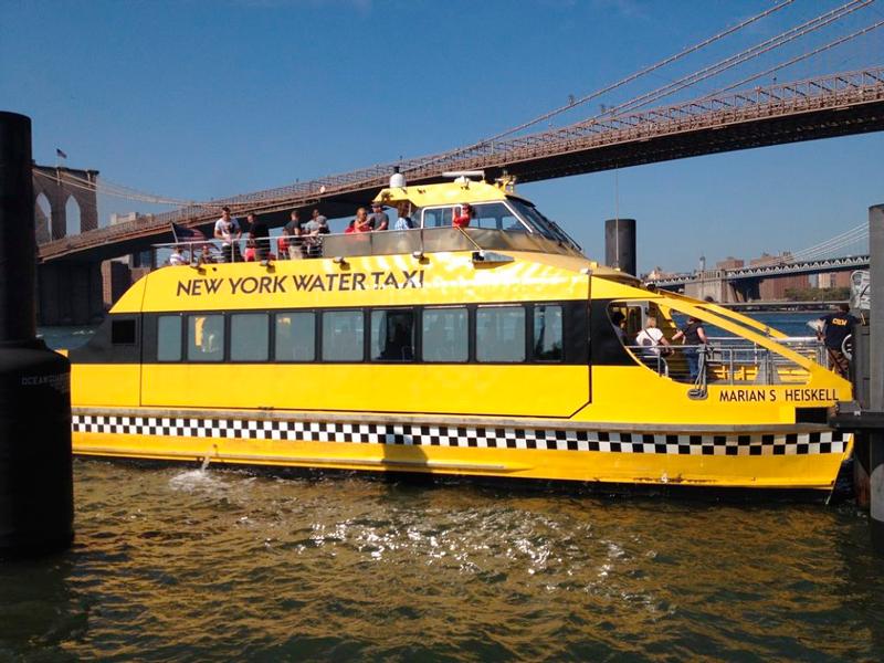 Taxi marítimo em New York