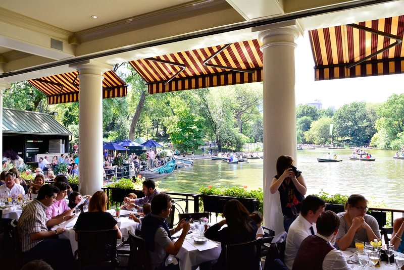 The Loeb Boathouse no central park em new york começo do outono