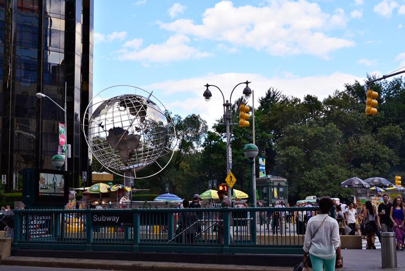 Columbus Circle com o globo da Trump Tower em New York
