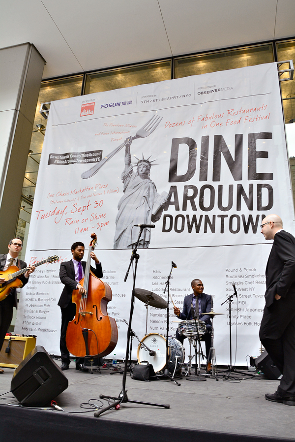Dine Around Downtown em frente Chase Building no Lower Manhattan em New York