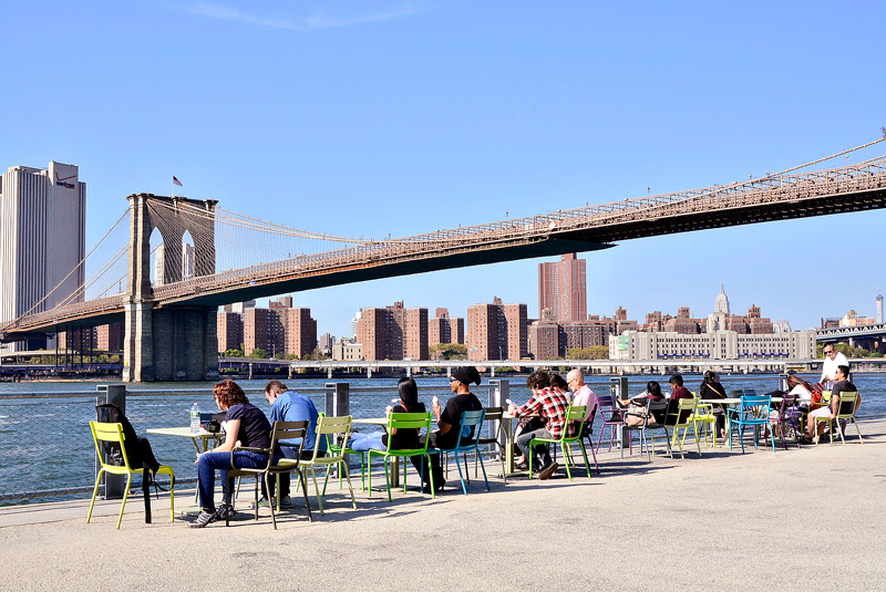 vista do Main Street Park no Brooklyn Heights em New York