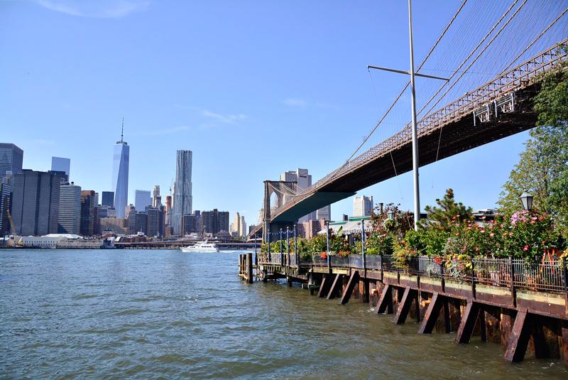 vista do Main Street Park no Brooklyn Heights em New York