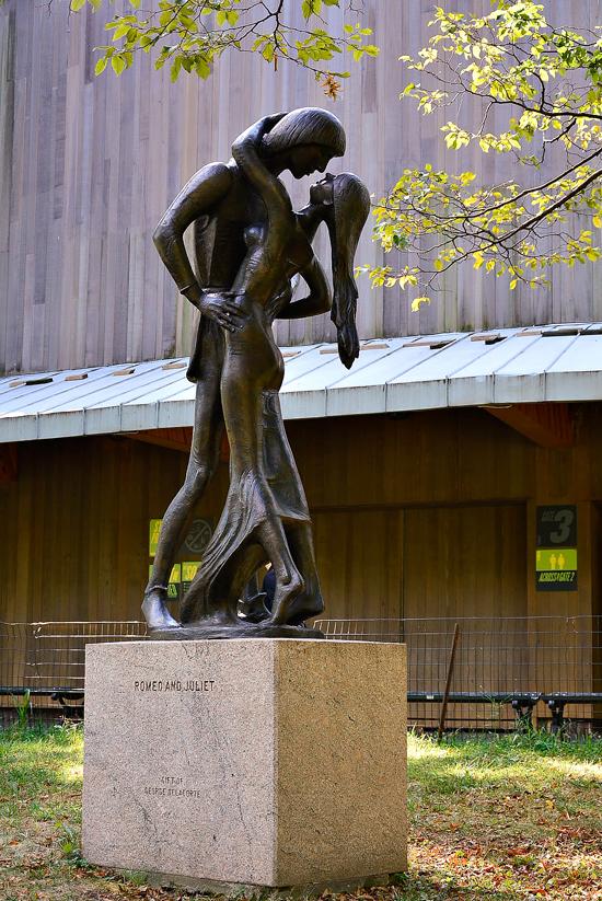 Romeu e Julieta no central park em new york começo do outono