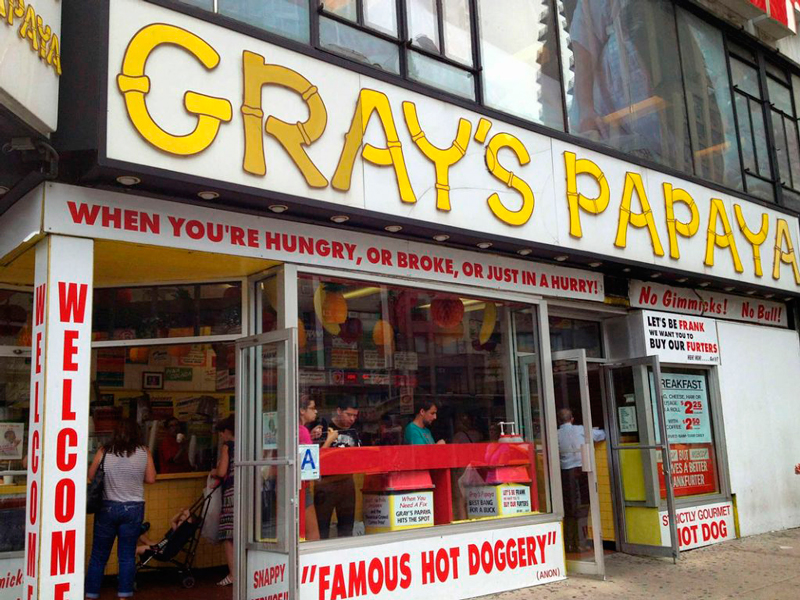 Fachada do Gray's Papaya em New York