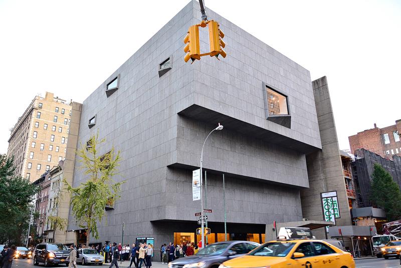 fachada do antigo whitney museum em new york