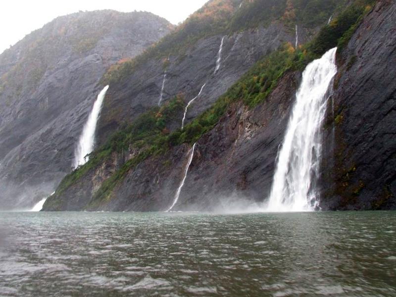 Cachoeiras dos fiordes, Seno Última Esperanza no Navegação no Parque Nacional Bernardo O'Higgins no Chile