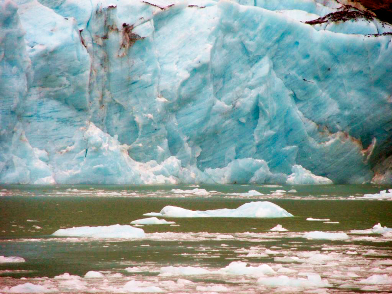 Navegação no Parque Nacional Bernardo O'Higgins no Chile