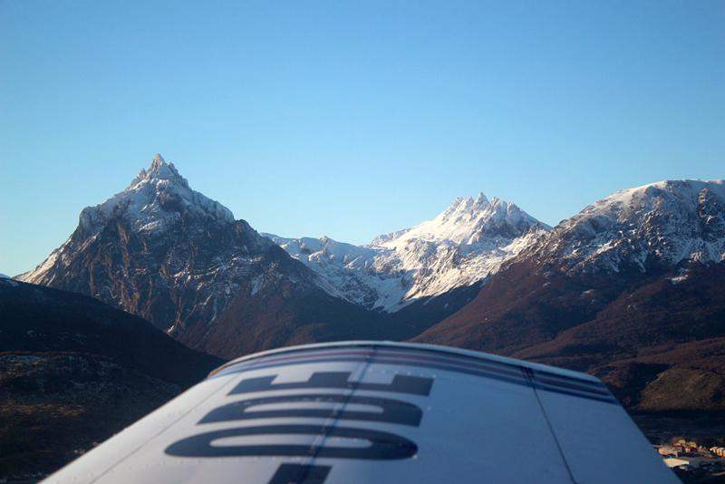 Monte Olivia e Monte 5 Hermanos vistos em Ushuaia na Argentina a partir do avião