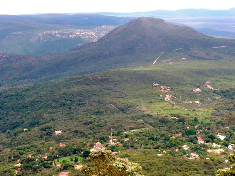 Vista da Trilha para a Cachoeira da Fumaça no Vale do Capão na Chapada Diamantina na Bahia