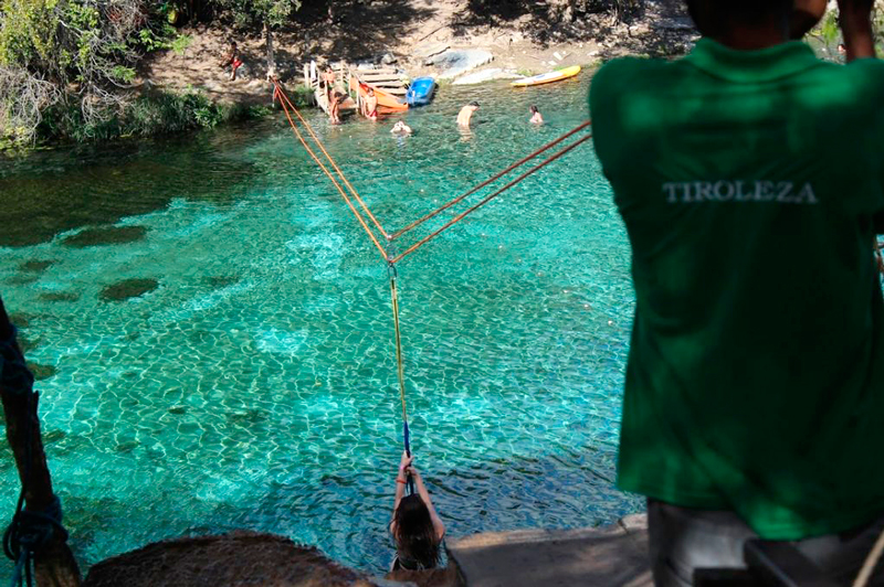 Tiroleza na gruta da Pratinha na Chapada Diamantina na Bahia