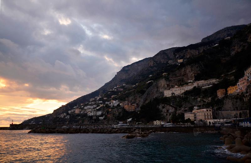 Amalfi no inverno na Costiera Amalfitana na Italia